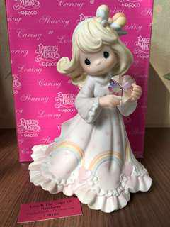 "MIB Limited to Year of Production Precious Moments Figurine ""Love is the Color of Rainhows"" #120106"