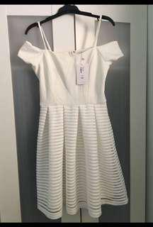 White off shoulder dress AU8