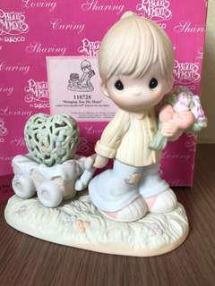 "MIB Special issue Precious Moments Figurine ""Bringing You My Heart"" #118728"