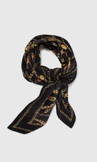 LOOKING FOR : Pleated Scarf with a Chain Print