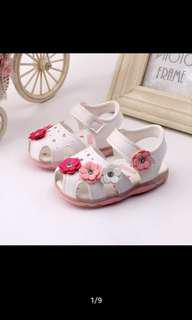 Cute baby girl shoes with light