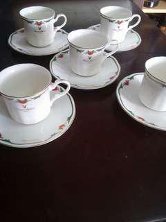 Giovanni Valentino Tea cups and saucers