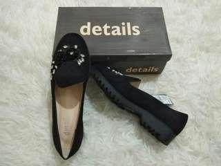 Sepatu details