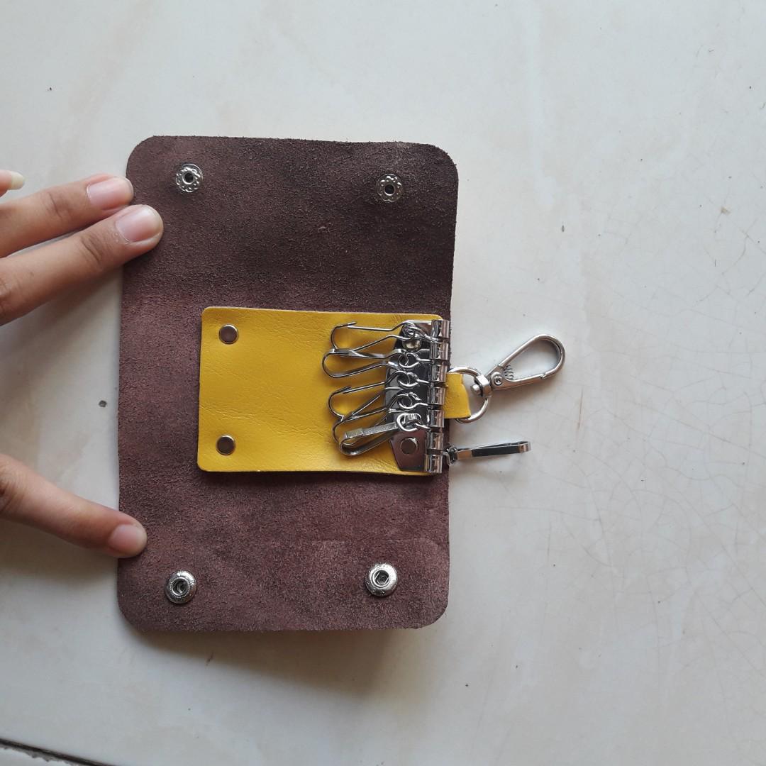 dompet kunci kuning