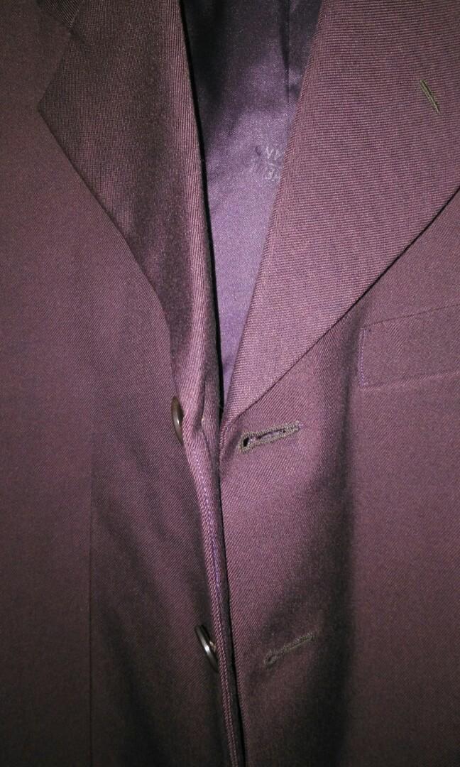 Jas Satu stel dengan celana  warna Maroon tua
