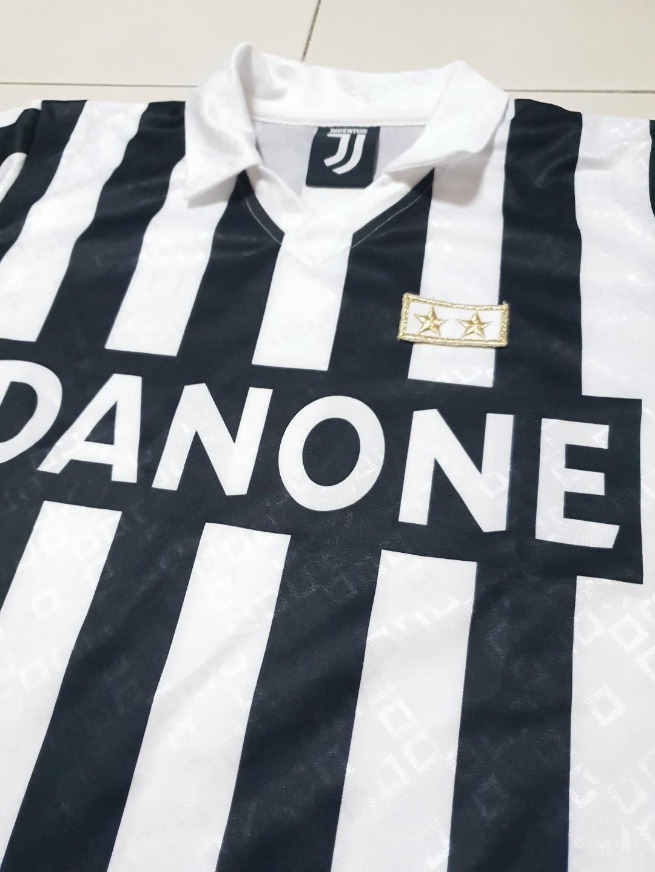 225bbee1e9e Vintage Juventus 93  Kit