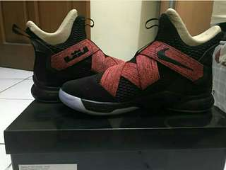 maunintendo Lebron Soldier 12 Bred 80c2a226a0