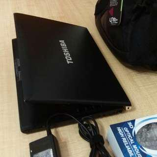 "TOSHIBA 13.3"" Core i7 of laptop"