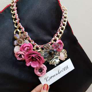 💝 Rose flowers statement necklace