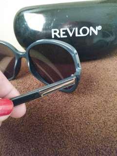 Kacamata Revlon original