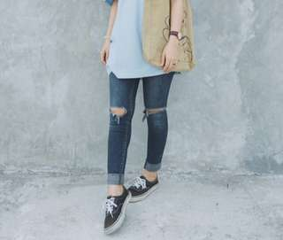 V ripped jeans