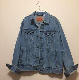 Levi's denim jacket (M)