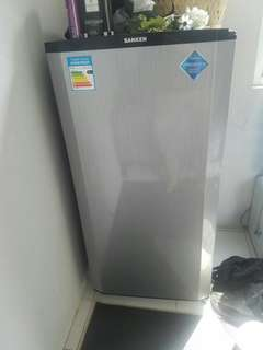 Kulkas satu pintu abu