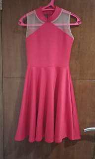 Dress merah pesta