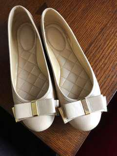 MK Shoes Nude size 6
