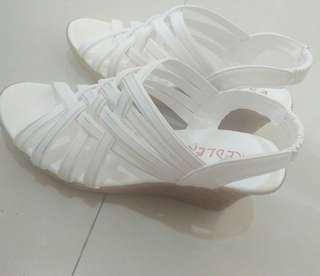 White Sandals for formal/casual attire 👌👡