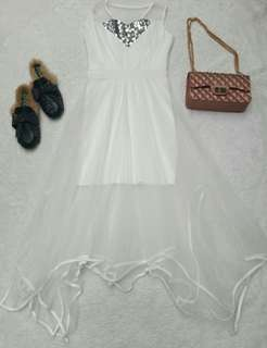 White mote's partydress