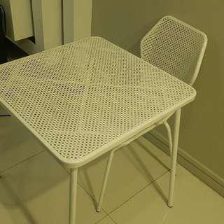 Nice Outdoor Table w 1 Chair