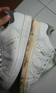 Adidas Stan Smith cleaning service