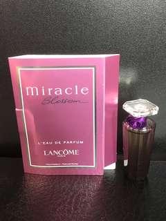 *Free by post * Lancôme Perfume samples set