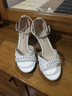 Gibi white heeled sandals, size 7