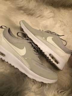 Nike Thea size 8 women's