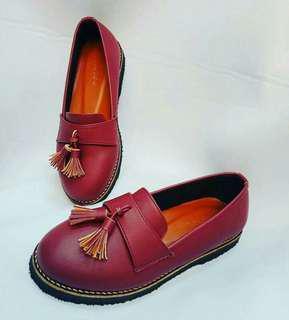 Sepatu triblee