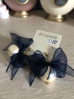 日本品牌 綿綿珠深藍蝴蝶 夾耳環
