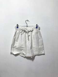 Uniqlo white linen shorts