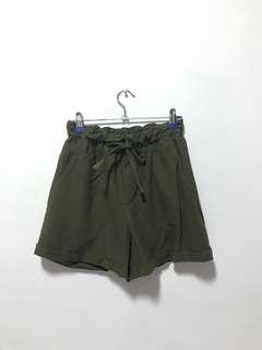 Uniqlo olive linen shorts