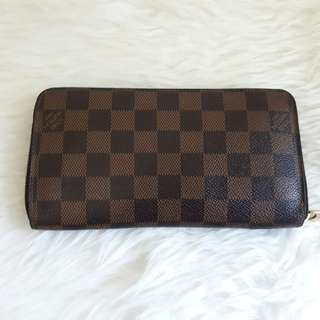 Good Condition LV Wallet Zippy thn 2010. Wallet only. Price