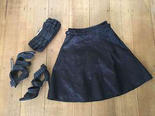Review skirt black size 8 textured