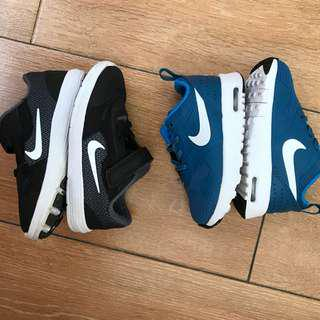 2 Nike trainers for young boys
