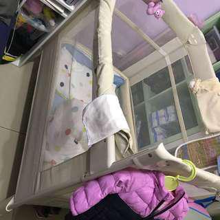 寶寶床遊戲床(隨機送嬰兒用品)