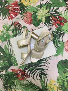 MARKDOWN- Clarks Amali Ava heels