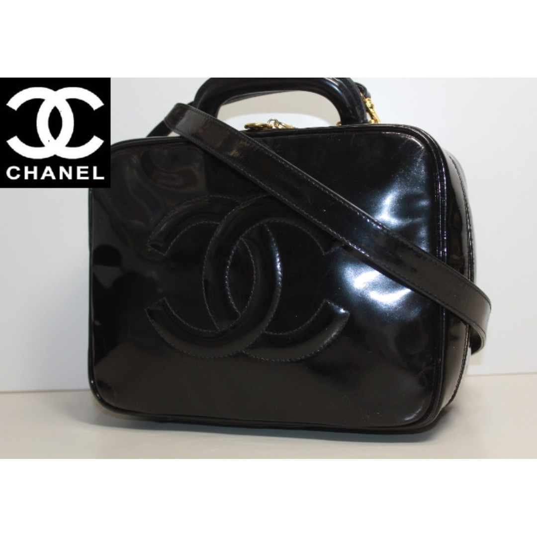30e3ed3cd25c58 Authentic Vintage Chanel Vanity Case, Luxury, Bags & Wallets on Carousell