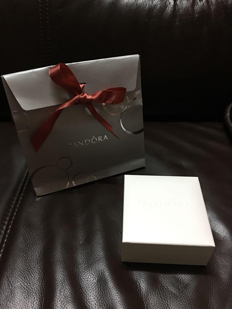 Pandora 全新手鏈連2個charms