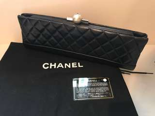 Chanel lamb leather Clutch with pearl buckle