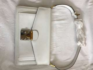 Authentic Fendi vintage bag, 80%new, conditions as pic, size 26*15cm, strap is 50 cm,