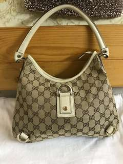 Authentic Gucci Bag, 80%new, good conditions as pic , size 28*24*4cm
