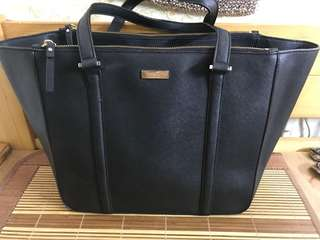Authentic Kate spade toe bag,90%new,good conditions as picture,size 30*30*14cm