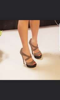 size 5 brand new novo heels