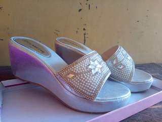 Selop Wedges Cantik