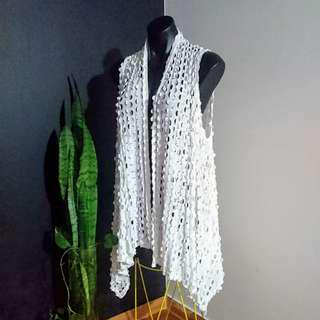 Women's one size 'OLLA OH' Gorgeous laser cut white waterfall Sleeveless vest - AS NEW