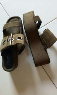 Sendal army pull and bear