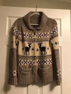 Aritzia lambswool sweater size L
