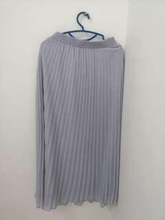 Pleated puteri skirt