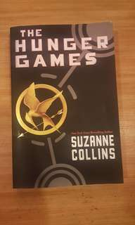The Hunger Games (Suzanne Collins) Paperback Novel Book