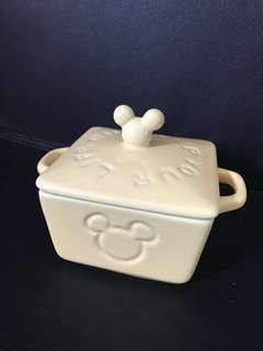 全新米奇有蓋甜品碗,可用於微波爐及洗碗碟機,有盒,但盒係放兩個,我想keep 1個自用