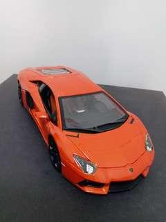 出售( 零件車 )Burago 1:18 Lamborghini Aventador LP700-4  注意 注意 : 遺失左邊車門及左尾燈